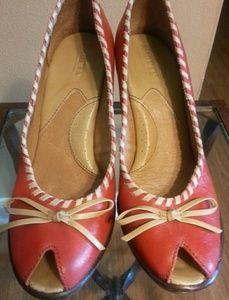 Born women's peep toe shoes